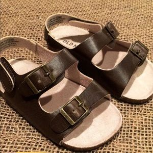 Gender neutral sandals